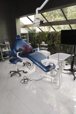 Are foreign dental offices well equipped?